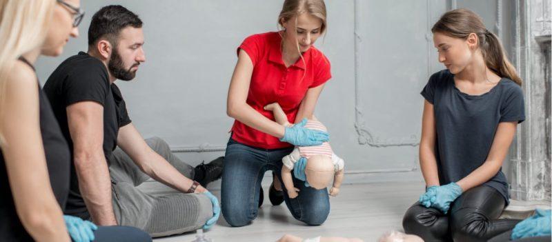 demo hlrutbildning barn med docka